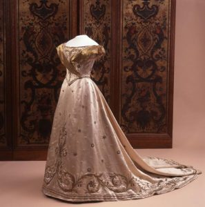 Wilhelmina Inhuldigingsjapon - Paleis Het Loo, bruikleen Koninklijke Verzamelingen, Den Haag