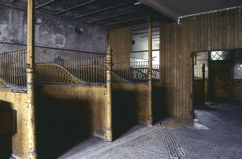 Koetshuis Smidswater Stalinterieur in 1992 foto Hugo Modderman
