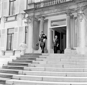 Naval captain Piet de Jong leaves the Royal Palace Soestdijk after his appointment as State Secretary-