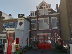 Nog bestaande stallen van Haagse bankier Willem Truffino aan de Ten Hovestraat in 1910 gebouwd