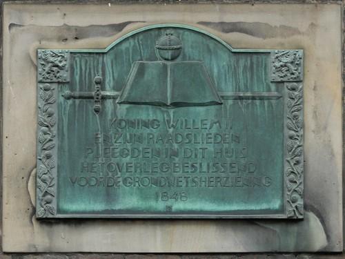 Heulstraat - Hoek Kneuterdijk - Plaquette Grondwet 1848