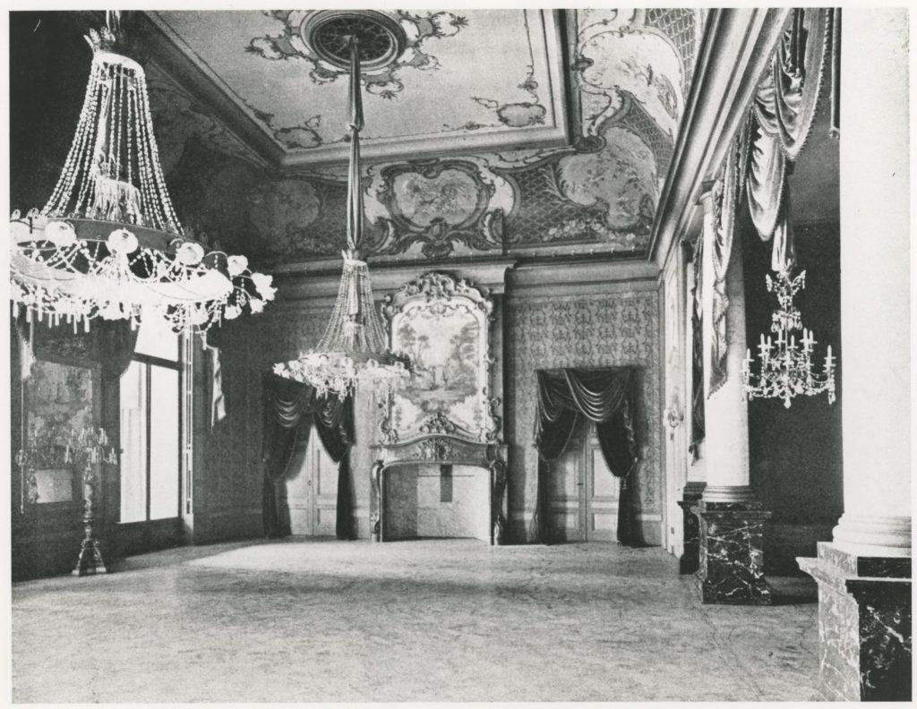 Tournooiveld, zaal in De Oude Doelen, waar Mozart ooit een concert gaf - foto uit 1910 Collectie HGA