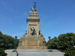 Koning Willem I op monument Plein 1813 - Troonrede