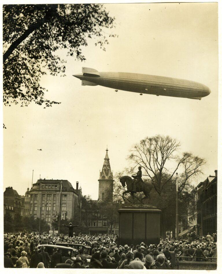 De 'Graf Zeppelin' boven Den Haag - 13-10-1929 - Coll HGA