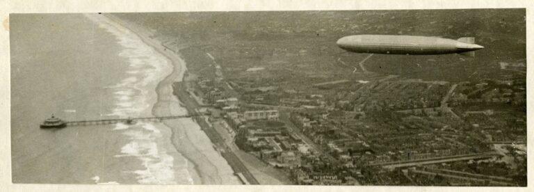 Zeppelin boven Scheveningen - 13-10-1929 - Coll HGA